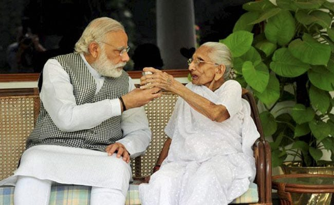 narendra-modi-with-mother-heeraben