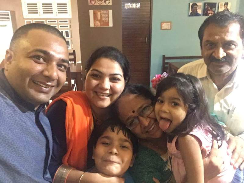 Hemant-Kher-with-family